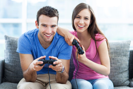 couple-playing-video-game